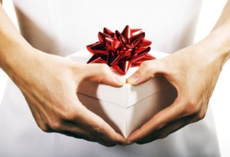 1425238454_bigstock-present-with-love-15601502-696x464