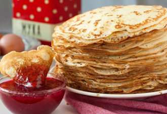 www.GetBg_.net_2017Holidays___Carnival_Thin_pancakes_with_jam_Pancake_Day_2017_111508_-696x389