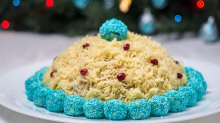 Изумительный салат на новогодний стол «Шапочка Снегурочки»