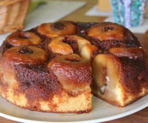 Яблочный пирог – самый популярный пирог во всём мире! Этот рецепт на самом деле очень красивый, вкусный и простой.