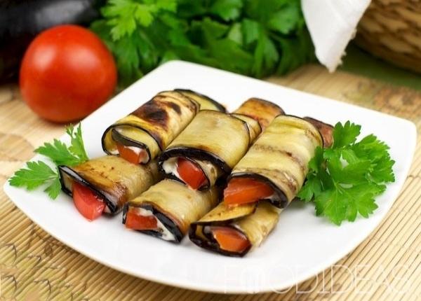 resized - ruleti-iz-baklazan-s-pomidorami