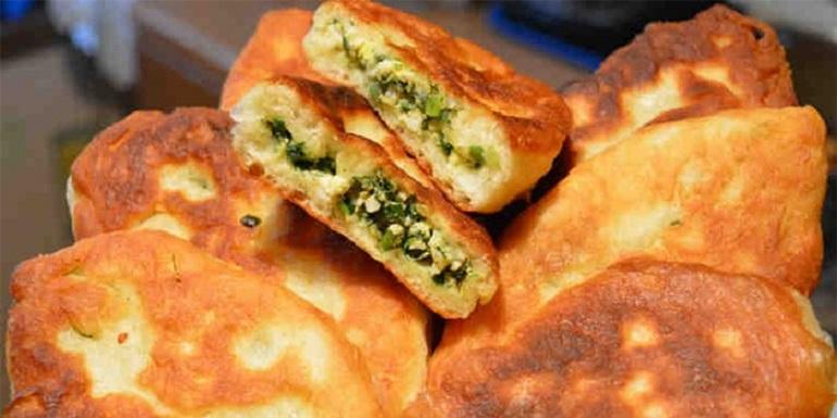 Потрясающие пирожки с зеленым луком и яйцом
