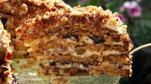 Домашний-медовый-торт-с-черносливом