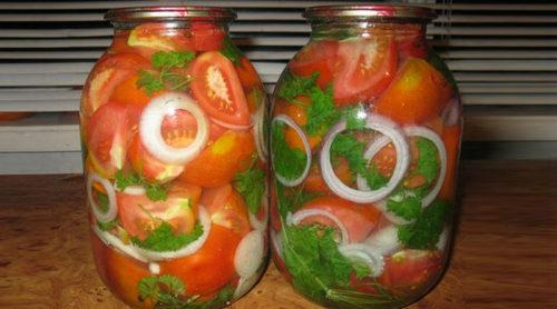 Маринованные-помидоры-с-луком-на-зиму