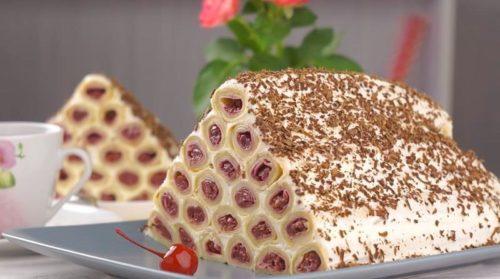 Торт-Монастырская-изба-из-блинов