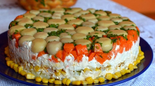 Торт-салат-с-курицей-и-грибами