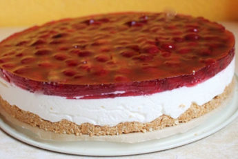 Tort-bez-vypechki-s-vishnej-500x278