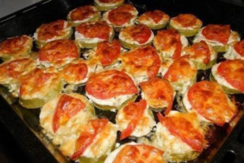 Kabachki-s-pomidorami-i-syrom-1-500x278
