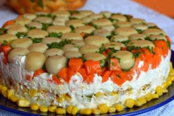 Tort-salat-s-kuritsej-i-gribami-500x278
