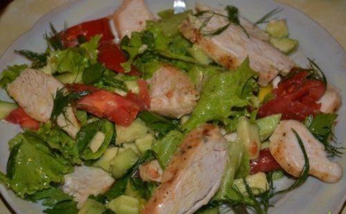 Легкий-салат-с-курицей