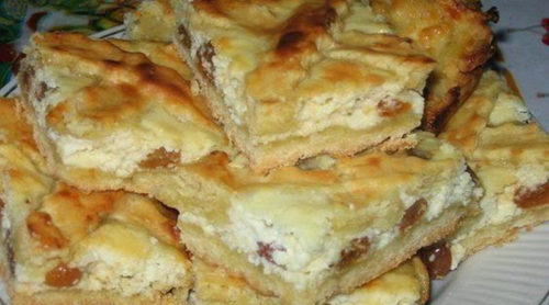 пирог-с-творогом-и-изюмом