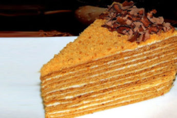 Medovyj-tort-Osobennyj-500x278