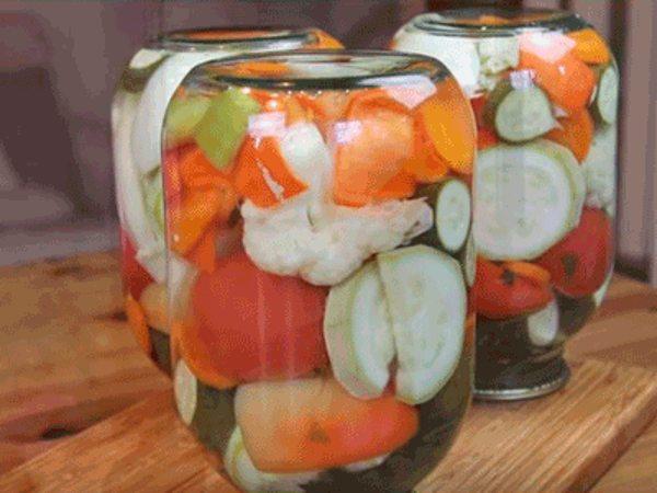 Четыре популярных салата на зиму без стерилизации