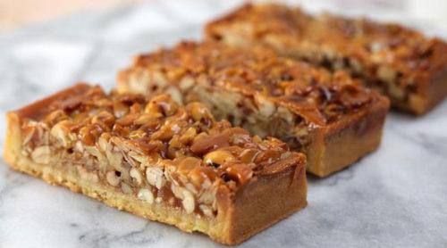 Карамельный-пирог-с-орехами