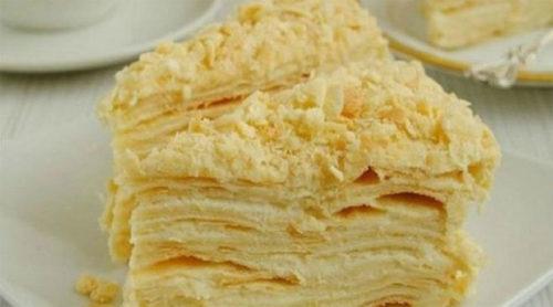 Торт-«Наполеон»-из-быстрого-слоеного-теста-на-сметане