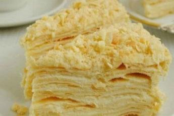 Tort-Napoleon-iz-bystrogo-sloenogo-testa-na-smetane-500x278