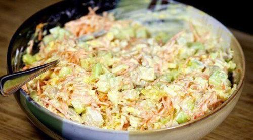 Морковный-салат-по-корейски-с-курицей-и-огурцами