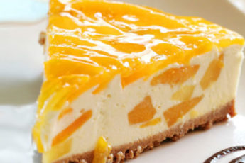Persikovyj-tort-sufle-bez-vypechki-500x278