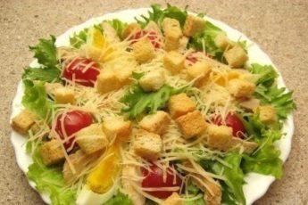 Salat-TSezar-samyj-prostoj-retsept-500x309
