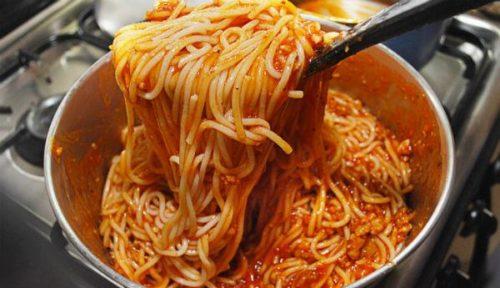Три-рецепта-необыкновенно-вкусной-подливы-к-макаронам-и-спагетти
