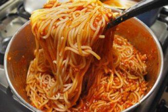 Tri-retsepta-neobyknovenno-vkusnoj-podlivy-k-makaronam-i-spagetti-500x288
