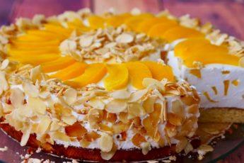 biskvitnyj-tort-pervyj-poceluj