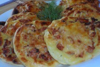 kartofelnye-vatrushki-s-kuritsej-500x375