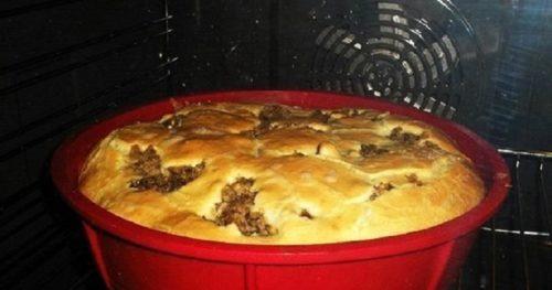 Быстрый-пирог-на-кефире-со-сметаной