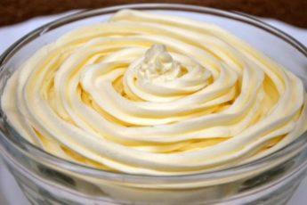 Масляный-крем-на-сгущенном-молоке
