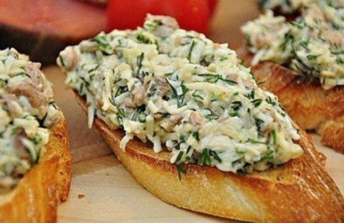 Закусочные-бутерброды-с-печенью-трески