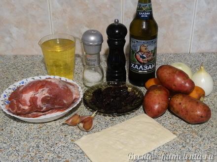Приготовление рецепта Хмельное жаркое в горшочке с вяленым черносливом шаг 1
