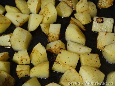 Приготовление рецепта Хмельное жаркое в горшочке с вяленым черносливом шаг 9