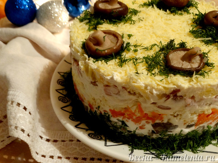 Приготовление рецепта Салат слоёный с копчёной курочкой шаг 11