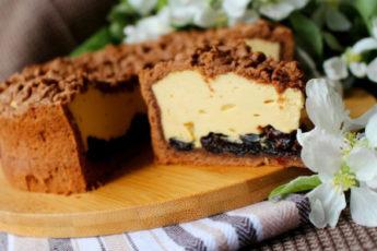 Карамельный-сырник-с-черносливом