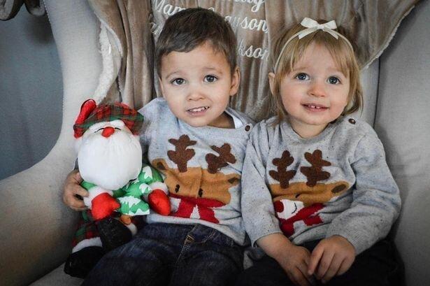 Приемная мать неожиданно узнала, что ее дети — родные брат и сестра!