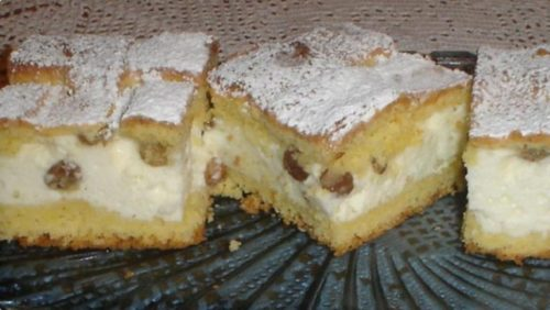 творожный-пирог-с-изюмом-768x433