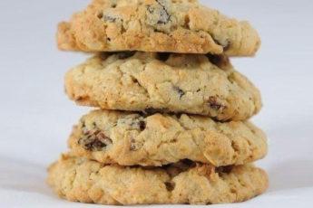 Диетическое-печенье-из-овсянки-с-орехами-и-сухофруктами