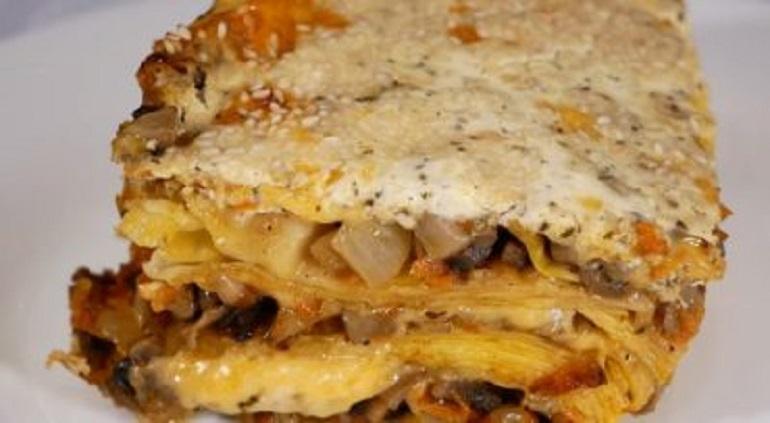 Бесподобно вкусный обед: пирог из рваного лаваша и грибов