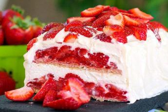 Торт-с-клубникой-без-выпечки