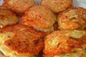Кабачковые-оладьи-с-сыром-и-чесночком