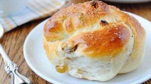 Пряные-булочки-с-изюмом