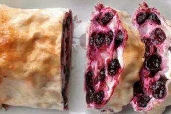 Творожно-ягодный-рулет-из-лаваша