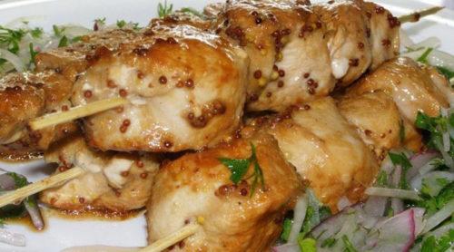 Сочный-и-безумно-вкусный-шашлык-из-курицы-приготовленный-в-духовке
