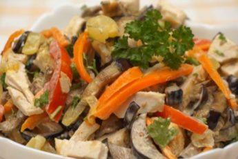 salat-iz-baklazhanov-s-kuricej--768x426