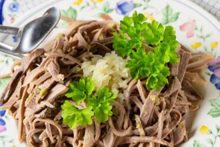 Обалденный салат из свиного языка