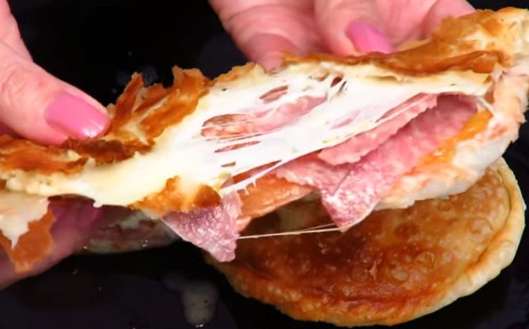 Чебупицца: чебурек и пицца в одном блюде – очень вкусная закуска