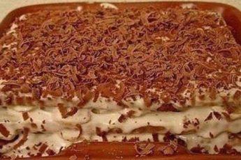 tort-iz-pechenya-s-bananom-na-skoruyu-ruku
