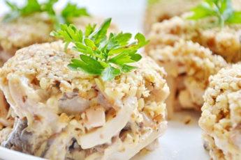 Ореховый-салат-с-кальмарами