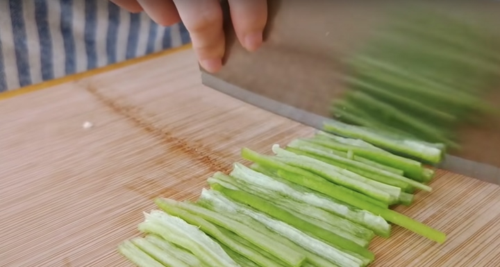 Не совсем обычный, но очень аппетитный рецепт из обычной капусты