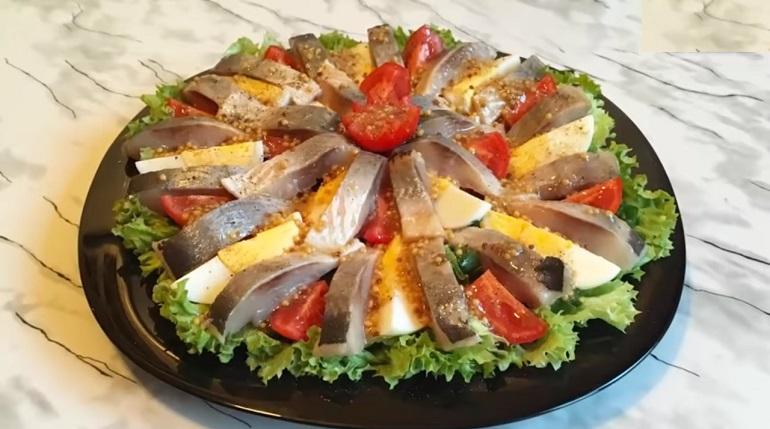 Салат из селедки с горчичной заправкой: украсит ваш стол
